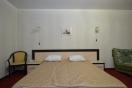 Большая двухспальная кровать